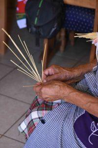 16b2ff18c6f8a Colchanderas revitalizan su artesanía gracias a proyecto de ...