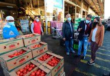 """Ministra Undurraga en visita al mercado mayorista Lo Valledor: """"en más de un año de pandemia los chilenos nos hemos podido seguir alimentando gracias al esfuerzo de todos los que conforman la cadena alimentaria"""""""