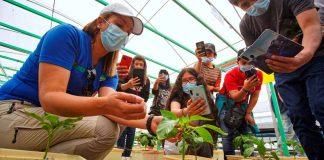 Estudiantes de San Pedro de Atacama fortalecen su especialidad agrícola con gira tecnológica